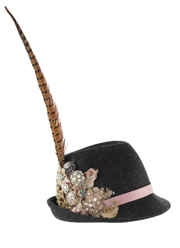 Für Naturverbundene mit Glamour-Faible: reich verzierter Hut von Angermaier, ca. 240 Euro
