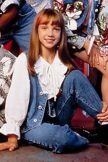 """Besonders tragisch ist das Schicksal von Britney Spears: Schon als Elf-Jährige gerät sie in die Disney-Maschinerie und tanzt und singt unter anderem mit Justin Timberlake, Christina Aguilera und Ryan Gosling im """"Mickey Mouse Club"""". Ihre Berühmtheit steigt jedoch rasant an, als sie 1999 ihr Debütalbum """"Baby One More Time"""" veröffentlicht und schlagartig weltweit Erfolg hat. Doch irgendwann hat Britney Spears die Nase voll und will ihr Image wechseln ..."""
