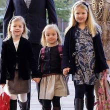 Niedliches Trio  Hollands A-Team Alexia, 7, Ariane, 6, und Amalia, 9. Bei offiziellen Anlässen tragen die Mädchen oft identische Kleider, aber auch sonst sind ihre Outfits fein aufeinander abgestimmt.
