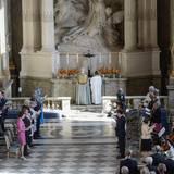 In der Schlosskirche findet ein feierlicher Gottesdienst statt.
