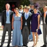Die Geschwister des Brautpaares posieren nach dem Gottesdienst gemeinsam: Felix Lademacher, Prinzessin Alexandra, Prinz Sebastien, Prinzessin Tessy und Prinz Louis.