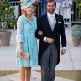 Der Bruder des Bräutigams, Erbgroßherzog Guillaume, und seine Frau Stéphanie sind vor der Kirche angekommen. Die beiden waren das letzte royale Hochzeitspaar in Luxemburg.