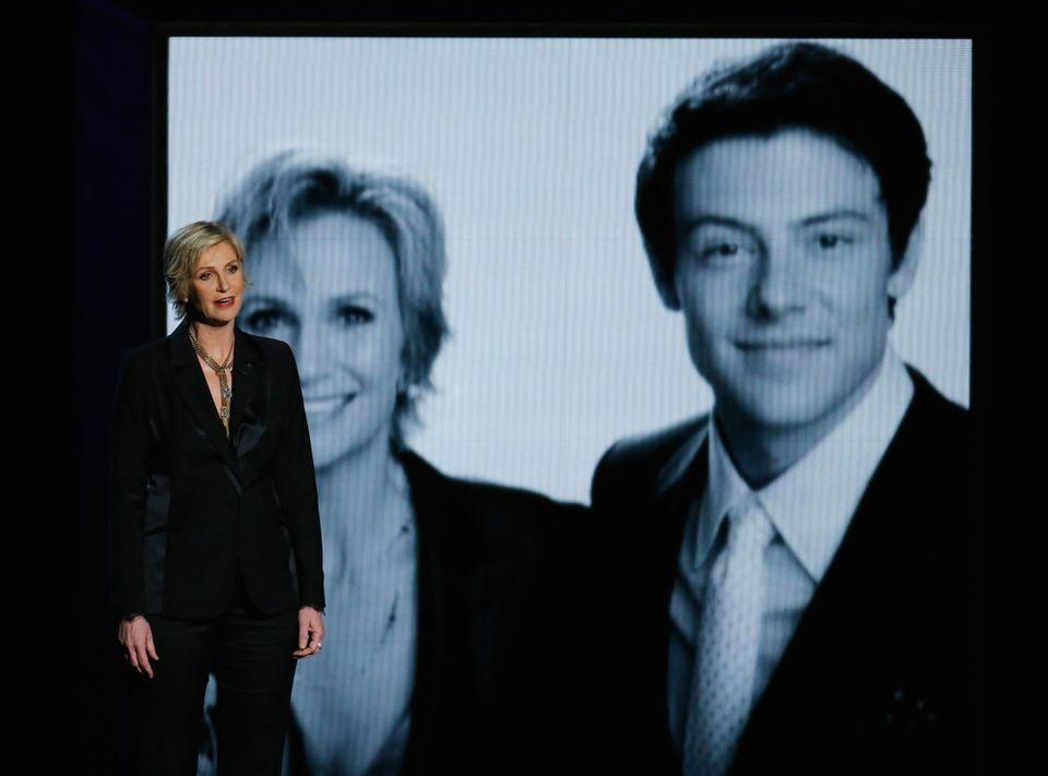 """Jane Lynch gedenkt ihrem verstorbenen """"Glee""""-Kollegen Cory Monteith."""