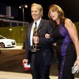 """Kathleen freut sich mit ihrem Mann Jeff Daniels über seine Auszeichnung als """"Bester Hauptdarsteller"""" in der Serie """"The Newsroom""""."""