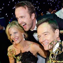 """Anna Gunn, Aaron Paul und Bryan Cranston feiern den Erfolg von """"Breaking Bad""""."""