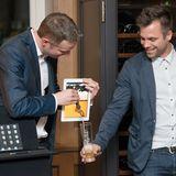 Digitale Revolution: Beim GALA Buddy Weekend läuft das Bier sogar aus den iPads. Der iPad-Magier Simon Pierro zeigt wie's geht.