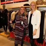 Stil-Beratung mit Champagner: Stylistin Christina Holzum und ihre Kundin Christin Mallek