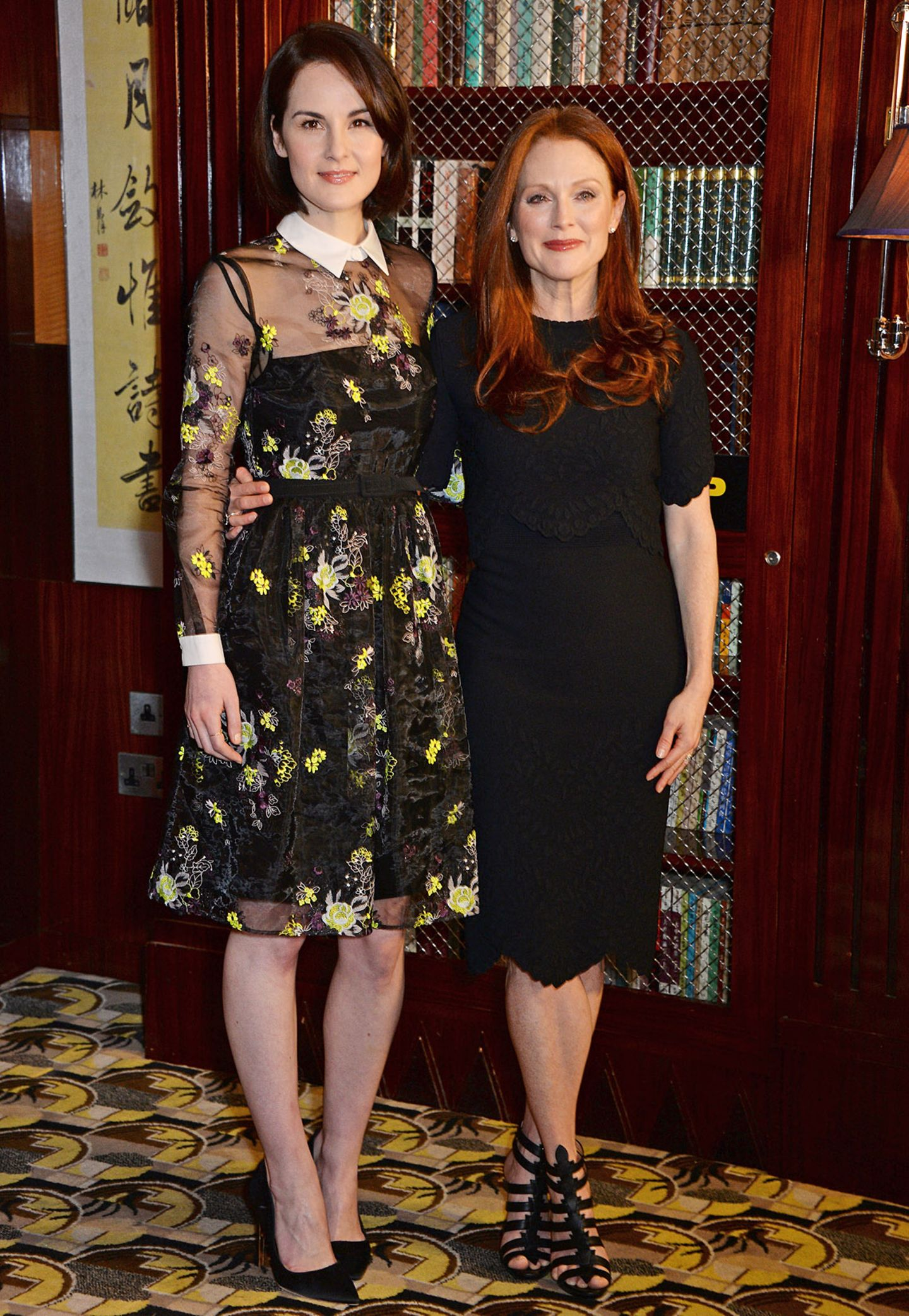 """Neben der 160 Zentimeter großen Julianne Moore gibt """"Downton Abbey"""" Michelle Dockery (1,73 Meter) eine stattliche Figur ab."""