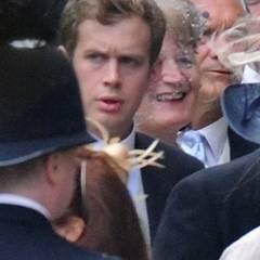"""Fergus Boyd wurde von der """"Sunday Times"""" eine Woche vor der Taufe ebenfalls als feststehender Pate für Prinz George identifiziert. Er gehört sicher von Kates und Williams Freunden zu denen, die es am besten vermeiden, fotografiert zu werden. Boyd kennt das Herzogpaar vom Studium in St. Andrews, Prinz William traf er zuvor schon auf der Schule in Eton. In St. Andrews wohnte Boyd zunächst im gleichen Wohnheim wie die Cambridges, später teilte er sich eine WG-Wohnung mit ihnen. Mit zwei weiteren Freunden, Oliver Baker und Alasdair Coutts-Wood, wohnten die drei gegen Studienende zusammen in """"Balgrove House"""".    Fergus Boyd studierte wie Catherine Kunstgeschichte, auch wenn er heute im Finanzwesen arbeitet. Seine Frau Sandrine, die er ebenfalls in St. Andrews kennelernte, und er waren zur Hochzeit von William und Kate eingeladen, ansonsten sieht man sie nicht mehr so oft in der Nähe des Paares. Daher kam die angebliche Entscheidung für Boyd als Paten für die englischen Medien überraschend."""