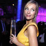 """Den Preis als beste Schauspielerin muss sie an Susanne Wolff abtreten, dennoch kann Nadja Uhl am Ende eine Auszeichnung in den Händen halten. Der Fernsehfilm """"Operation Zucker"""", in dem sie die Hauptrolle spielt, wird zum besten gekürt."""