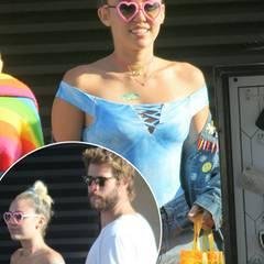 """Back to the 90's oder auch """"Zurück zum schlechten Geschmack"""": Für ein Date mit Liam Hemsworth wühlt sich Miley Cyrus anscheinend ganz tief durch den Kostümfundus von """"Spiceworld"""" und kombiniert die schrägsten Teile mit ihren eigenen verrückten Accessoires. Von der Neon-Herz-Sonnenbrille, der Plastik-Bag und der Tattoo-Kette mal ganz abgesehen - was soll das bunte Pflaster in ihrem Dekolleté?!   Liam scheint sich diese Frage nicht zu stellen und akzeptiert den crazy Look seiner Freundin."""