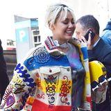 Millionen auf dem Konto, aber kein bisschen Geschmack: Miley Cyrus' Outfit ist so grell und wild, dass man am liebsten gleich wieder wegschaut.