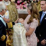 Prinzessin Madeleine und ihr Mann Chris O'Neill lassen ihre erste Tochter Leonore Lilian Maria in der Kapelle von Schloss Drottningholm im Juni 2014 taufen.