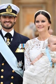 9. September 2016  Glücklich strahlend zeigen sich Prinz Carl Philip und Prinzessin Sofia vor der Kirche.