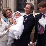 Im April 1999 hat Prinz William die Ehre, die Patenschaft des kleinen Prinz Konstantinos-Alexios zu übernehmen. König Konstantin, der stolze Großvater, ist wiederum Williams Pate.  Getauft wird der kleine älteste Sohn von Prinz Pavlos und Prinzessin Marie Chantal in London.