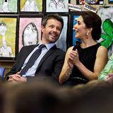 """Anschließend sind Prinz Frederik und Prinzessin Mary zu Gast beim Vorlesewettbewerb """"Premier's Reading Challenge"""", der Kinder im Alter von eins bis sieben dazu ermutigen soll viele Bücher zu lesen."""