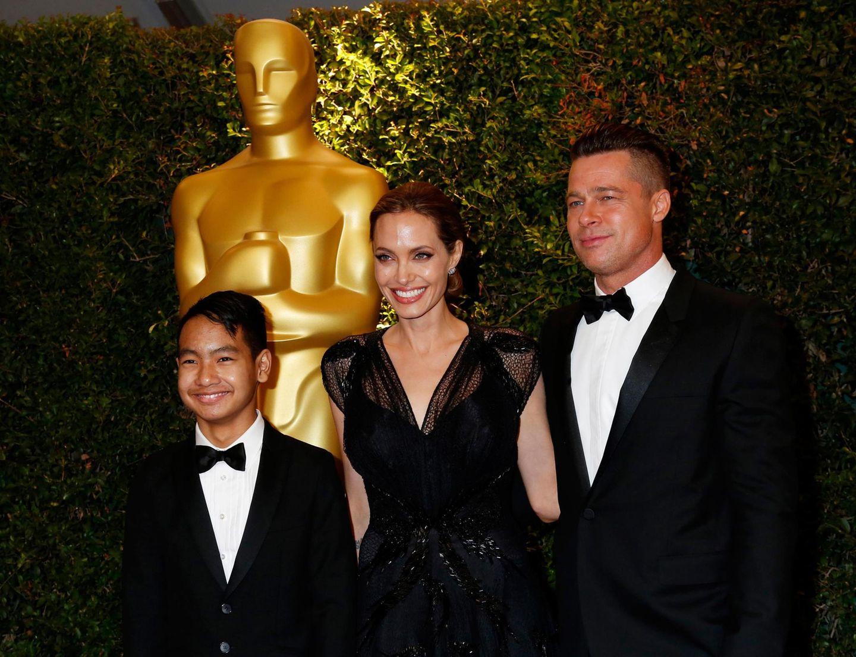 Angelina Jolie und Brad Pitt kommen mit Sohn Maddox.