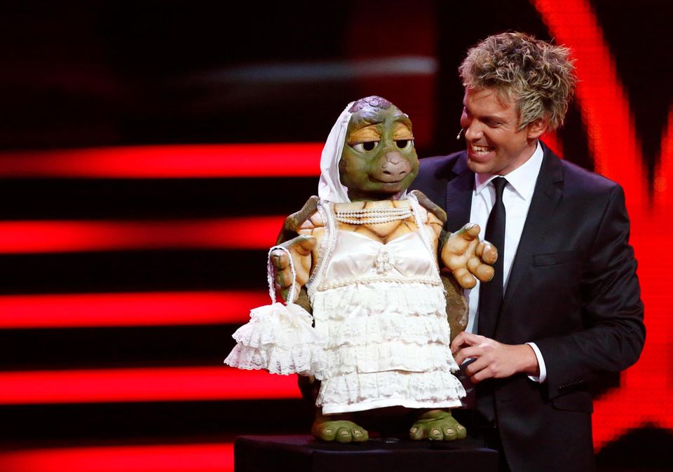 """Der Bauchredner Sascha Grammel wird zum """"Besten Comedian"""" gewählt."""