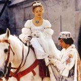 """""""Drei Haselnüsse für Aschenbrödel""""  Der tschechisch-deutsche Märchenfilm gehört zum weihnachtlichen Pflichtprogramm. Seit mehr als 40 Jahren flimmert er mittlerweile zum Fest der Liebe weltweit über die Fernsehbildschirme."""