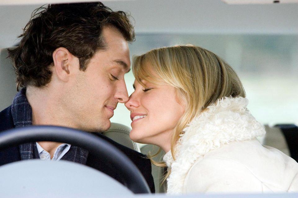"""""""Liebe braucht keine Ferien""""  Jude Law und Cameron Diaz bringen uns mit dem Film """"The Holiday"""" von 2006 in eine herrlich romantische Stimmung."""