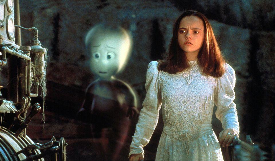 """""""Casper""""  Kathleen Harvey (Christina Ricci) freundet sich mit dem Gespenst """"Casper"""" an. Die Fantasykomödie aus dem Jahr 1995 bietet Unterhaltung für Jung und Alt."""