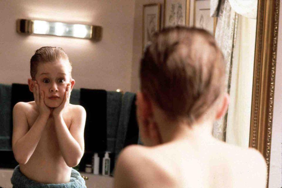 """""""Kevin - Allein zu Haus""""  Mit """"Home Alone"""" erlangt Macaulay Culkin 1990 Weltbekanntheit. Und auch heute noch ist die Rasierwasser-Szene unvergesslich."""