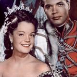 """""""Sissi""""  Jedes Jahr zu Weihnachten kehrt """"Sissi"""", gespielt von Romy Schneider, auf die Bildschirme zurück. Der österreichische Historienfilm erzählt in insgesamt drei Teilen die Geschichte der jungen Kaiserin Elisabeth."""