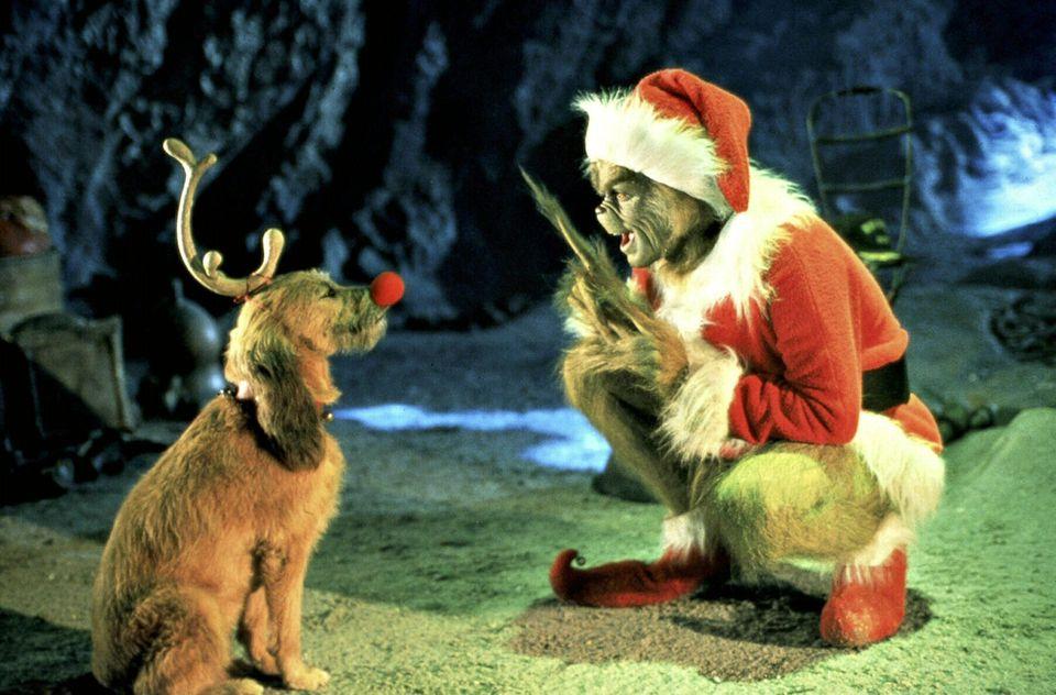 """""""Der Grinch""""  Jim Carrey stiehlt als griesgrämiger """"Grinch"""" die Geschenke der Bewohner von Whoville. Der Film von 2000 zeigt, dass es an Weihnachten eben nicht um Geschenke, sondern um Freunde, Familie und Liebe geht."""