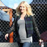 Auch der jugendliche College-Look steht Gwen Stefani mit Babybauch noch großartig.