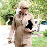 Auch im Safari-Look-Ensemble mit passenden Accessoires macht die schwangere Gwen Stefani eine tolle Figur.