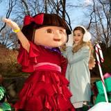 Sängerin Ariana Grande fährt in der Parade in New York mit.