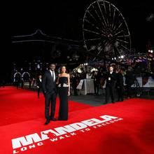 Die Haupdarsteller Idris Elba und Naomie Harris. In London erfuhren die Gäste der Premiere vom Tod des südafrikanischen Nationalhelden.