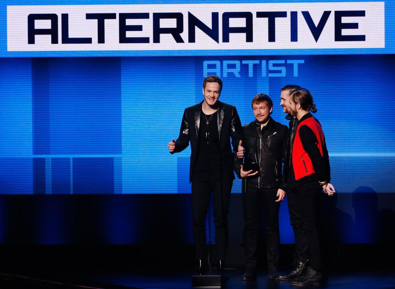 """Die Band """"Imagine Dragons"""" gewinnt den Preis als """"Favorite Artist Alternative Rock""""."""