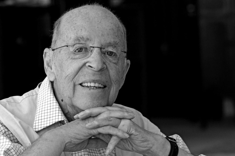 """30. November: Chris Howland (85 Jahre)  Chris Howland alias """"Mr. Pumpernickel"""" gehört zu den beliebtesten Radio- und Fernsehmoderatoren Deutschlands. Im Alter von 85 Jahren ist er in seinem Haus in Rösrath bei Köln gestorben."""