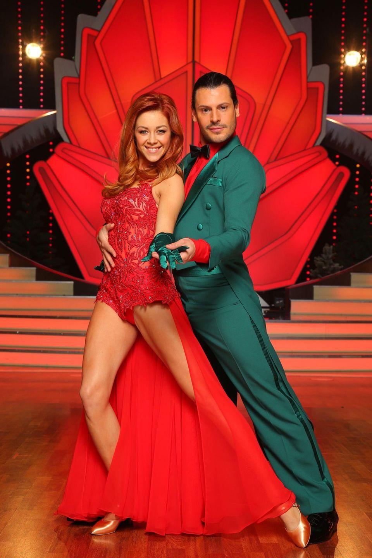 Schauspieler Manuel Cortez tanzt mit Oana Nechiti in der ersten Show einen Jive sowie einen langsamen Walzer.