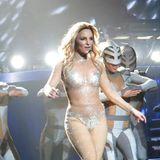 """Bei Britney Spears' erstem """"Piece of Me""""-Konzert ihrer Show in Las Vegas sitzen einige Stars im Publikum. Britney selber glänzt auf der Bühne und präsentiert diverse verschiedene Outfits."""