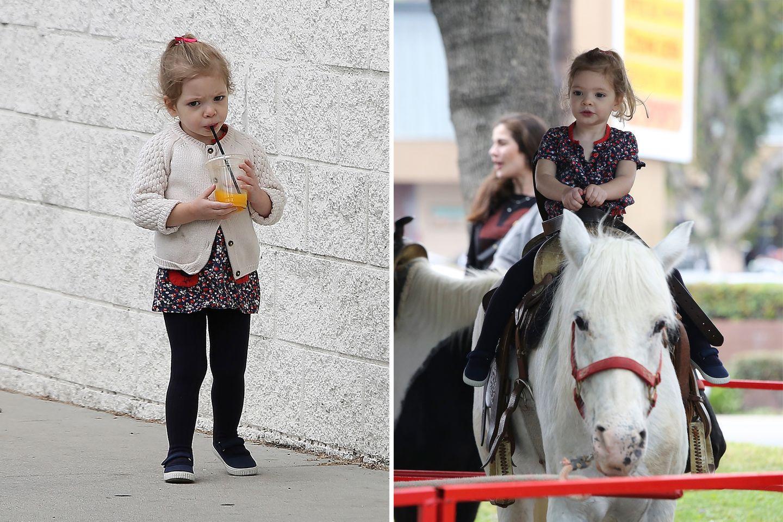 17. Mai 2015  Olive ist mit ihrem Papa auf dem Bauernmarkt und wird ordentlich verwöhnt. Sie bekommt einen leckeren Saft und darf auf dem Pony reiten.