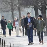 """14. März 2012: Will Kopelman und Drew Barrymore gehen in den """"Jardin des Tuileries"""" in Paris spazieren."""
