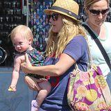 28. April 2015  Drew Barrymore und Klein-Frankie sind auf dem Weg in die Mall um einen Mutter-Tochter.Tag beim Shopping zu verbringen.