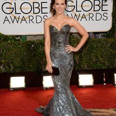 Zuhair Murad Couture hüllte Kate Beckinsale in eine elektrisierende, graue Robe im Meerjungfrauen-Schnitt.