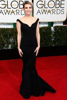 Zeitloses Schwarz in Kombination mit auffälligen, türkisen Ohrringen trug die frischverlobte Emma Roberts.