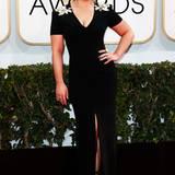Kelly Osbournes schwarzes Abendkleid bestach mit goldenen Verzierungen auf den Schultern und am Rücken.