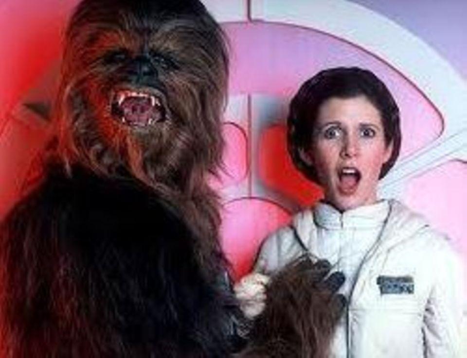 """Immer zu Scherzen aufgelegt: Peter Mayhew als """"Chewbacca"""" und Carrie Fisher als """"Prinzessin Leia""""."""