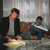 """""""Lange Nächte zum Proben waren normal"""", schreibt Peter Mayhew zu diesem Foto, dass Harrison Ford und Mark Hamill beim Textlernen zeigt."""
