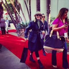 Diane Keaton reist zu den Proben für die Golden-Globes-Gala an und marschiert schon einmal über den roten Teppich.