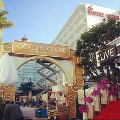 """Die Vorbereitungen für die 71. Verleihung der Golden Globe Awards im """"Beverly Hilton"""" laufen auf Hochtouren. So sieht der rote Teppich einen Tag vor dem Event aus."""