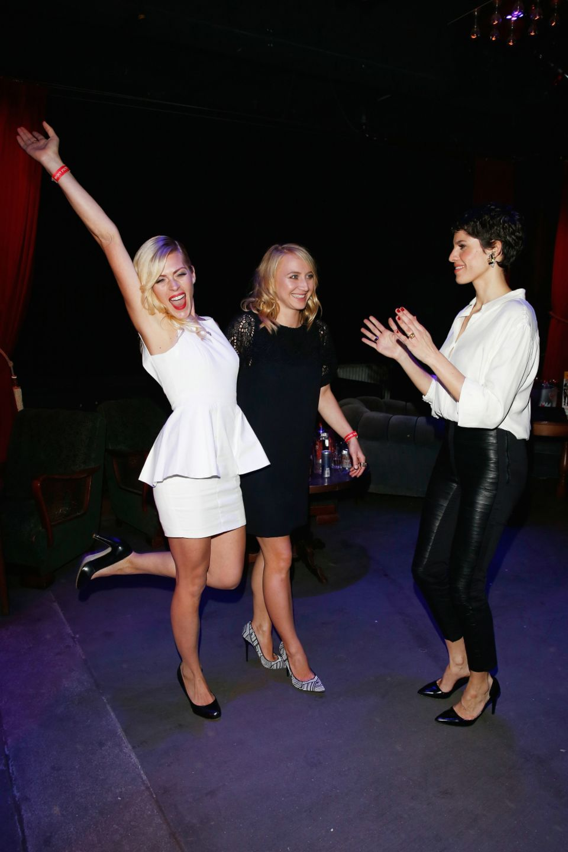 Nele Kiper, Anna Maria Mühe und Jasmin Gerat schwingen das Tanzbein.