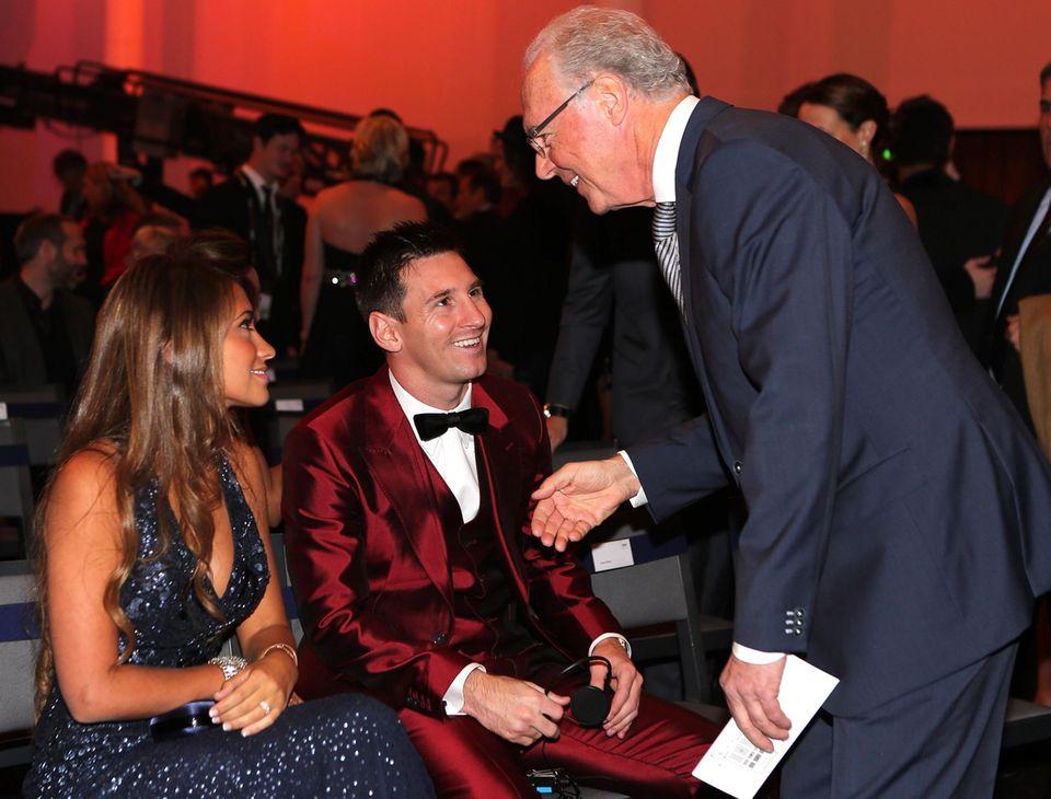 Franz Beckenbauer begrüßt Lionel Messi.