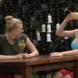 """Tag 5  Larissa und Melanie treten gemeinsam zur fünften Dschungelprüfung an. Alle Infos zu """"Ich bin ein Star - Holt mich hier raus!"""" im Special bei RTL.de: http://www.rtl.de/cms/sendungen/ich-bin-ein-star.html"""