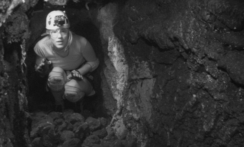 """Tag 2  Larissa muss dank der Zuschauerwahl auch am zweiten Tag zur Dschungelprüfung antreten. In einer Höhle hat sie elf Minuten Zeit elf Sterne zu finden. In absoluter Dunkelheit rieseln allerdings Steine, Kakerlaken und Grillen auf die Österreicherin.   Alle Infos zu """"Ich bin ein Star - Holt mich hier raus!"""" im Special bei RTL.de: http://www.rtl.de/cms/sendungen/ich-bin-ein-star.html"""